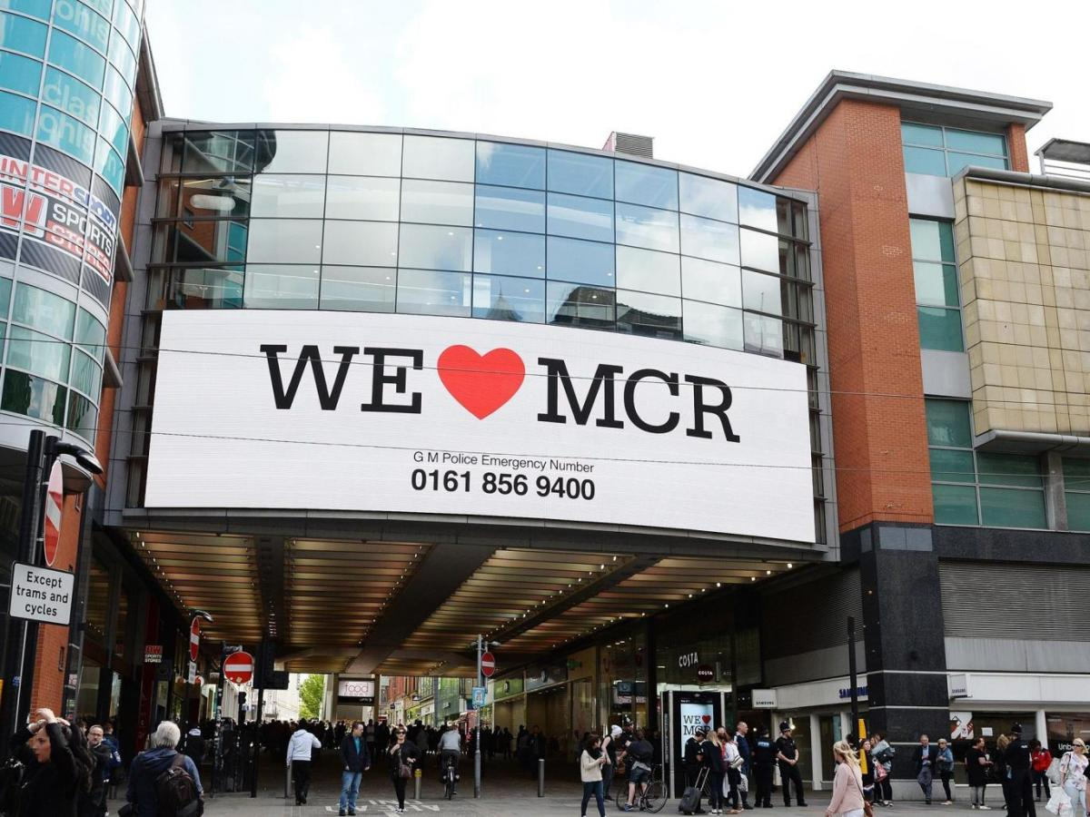 There's another story behind the Manchester terror attack: how localsresponded
